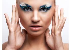 化着美妆的美丽的高加索女子_6087722