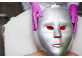 一名在美容院接受面部护理的女孩_4724431