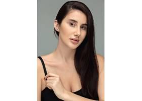 美丽的黑发女子肖像_7027779