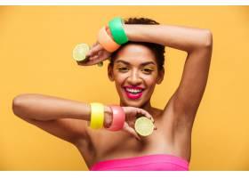 美国黑人妇女的时尚肖像戴着时髦的配饰_6729965