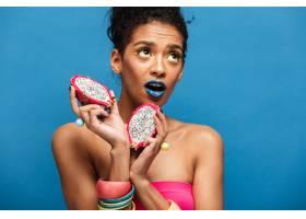 漂亮的美国黑人女子的肖像带着时髦的妆容_6729913