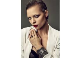 晚妆红唇白夹克漂亮时尚黑发女模肖像_7121700