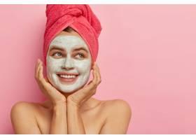 温泉日的概念美丽快乐的女人笑容满面露_12494867