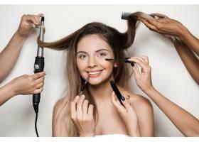 手做年轻美女的化妆和发型_7590481