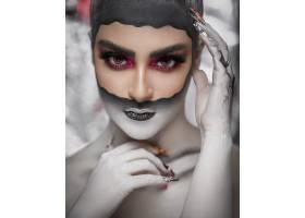 一位化妆成哥特式的女子_7997051