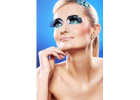 化妆艺术的美丽金发女郎_6900760