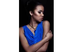魅力特写美女性感黑人年轻时尚女模身穿蓝色_7335954