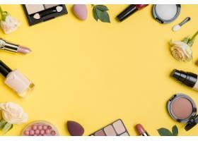 黄色背景上复印空间的化妆品构图_8667198