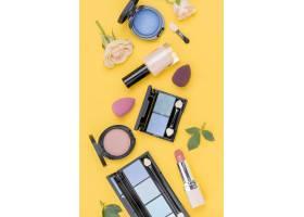 黄色背景上的美容产品顶视图集_8667315