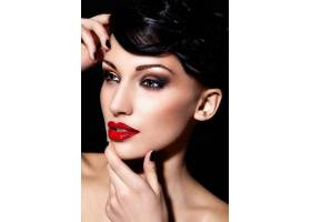 迷人的特写写真美丽性感的深色头发红唇_6765340