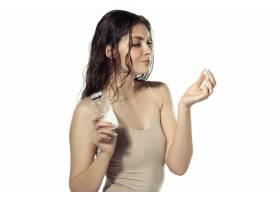 青春秘密白墙外美丽的年轻女子化妆品和_8923910