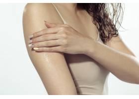 青春秘密白墙外美丽的年轻女子化妆品和_8923911
