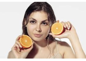青春秘密白墙外美丽的年轻女子化妆品和_8923917