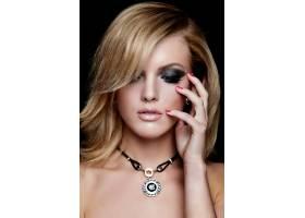 靓丽性感的高加索年轻金发女模妆容鲜艳的魅_6765258