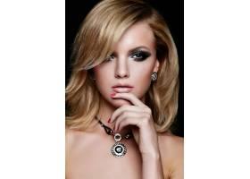 靓丽性感的高加索年轻金发女模妆容鲜艳的魅_6765279