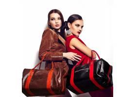 高级时尚造型两个美丽性感时尚的黑发白人_7167010