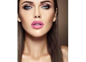 美女模特的感官魅力写真清新的日常妆容_6883029