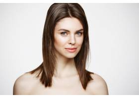 裸体的年轻美女用自然的妆容微笑美容和水_9028030