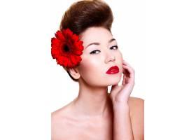 美丽的女孩红色的嘴唇和指甲头发上有一_6801094
