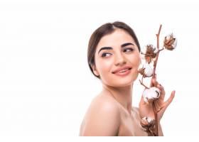 美丽的年轻女子肖像皮肤健康肩上孤立着_8471543