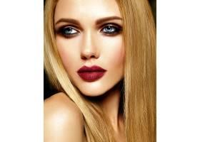 美丽的金发美女模特儿的魅力写真清新的日_7253307