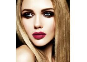 美丽的金发美女模特儿的魅力写真清新的日_7253308