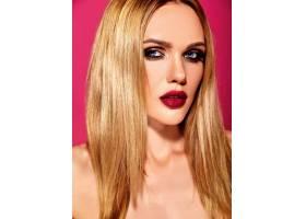 美丽的金发美女模特的性感魅力写真清新的_7064845