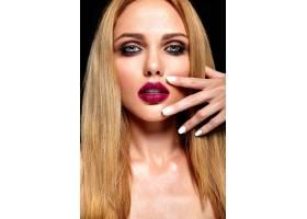 美丽的金发美女模特的性感魅力写真清新的_7252817