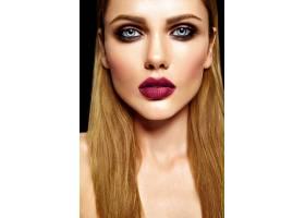 美丽的金发美女模特的性感魅力写真清新的_7253322