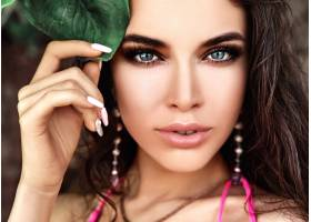 美丽的高加索女子模特肖像深色长发穿着_7249253
