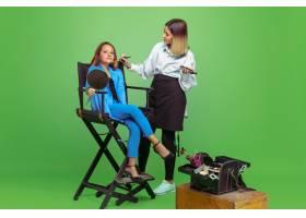 第一个客户梦想成为化妆师职业的小女孩_12630152