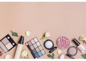 米色背景下具有复制空间的化妆品构图_8667199