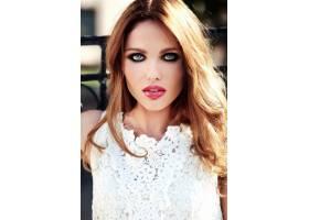美丽性感的高加索年轻女子模特身着白色夏装_7251718