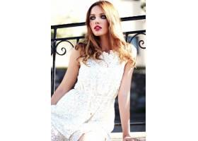 美丽性感的高加索年轻女子模特身着白色夏装_7251733