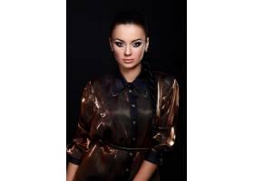 美丽性感的黑发白人年轻时髦女模的魅力肖像_6492306