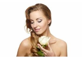 白色上挂着白玫瑰的性感微笑美女肖像_6523243
