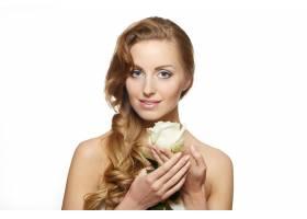 白色上挂着白玫瑰的性感微笑美女肖像_6523247