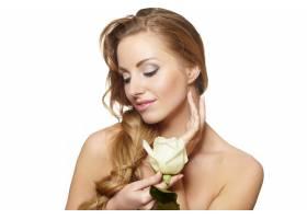 白色上挂着白玫瑰的性感微笑美女肖像_6523259