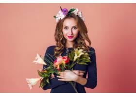 春天浪漫的时尚写真美丽的年轻女性长长_9331259