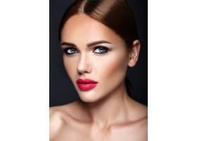 晚妆发型浪漫的美女模特肖像_6766395