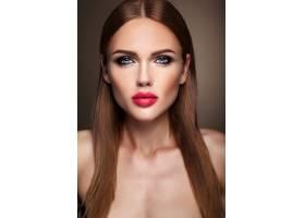 晚妆留着浪漫发型的美女模特肖像粉红色_6883055