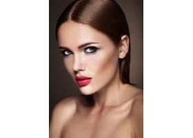 晚妆留着浪漫发型的美女模特肖像红唇_6882613