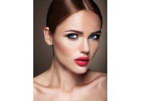 晚妆留着浪漫发型的美女模特肖像红唇_6882670
