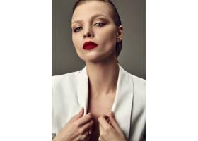 晚妆红唇白夹克漂亮时尚黑发女模肖像_7121702