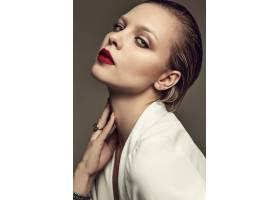 晚妆红唇白夹克漂亮时尚黑发女模肖像_7121712