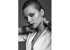 晚妆红唇白夹克漂亮时尚黑发女模肖像_7121925