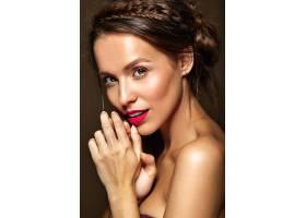 每天化妆清新嘴唇红润的女人_6933468