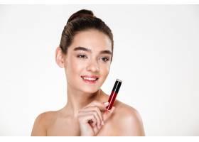微笑的黑发女子化妆脸上涂着唇彩看向一_6514096