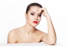 性感坐着的高加索年轻女模的肖像红唇迷人_7183979