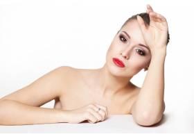 性感坐着的高加索年轻女模的肖像红唇迷人_7199740